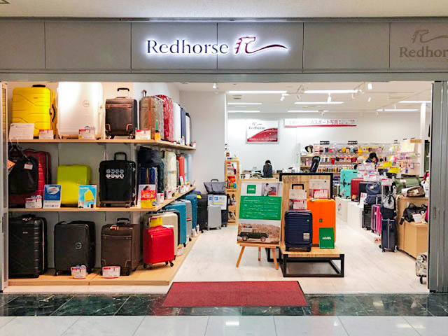 Passport ID photo・Travel Goods Specialty Store Redhorse Chiba Store