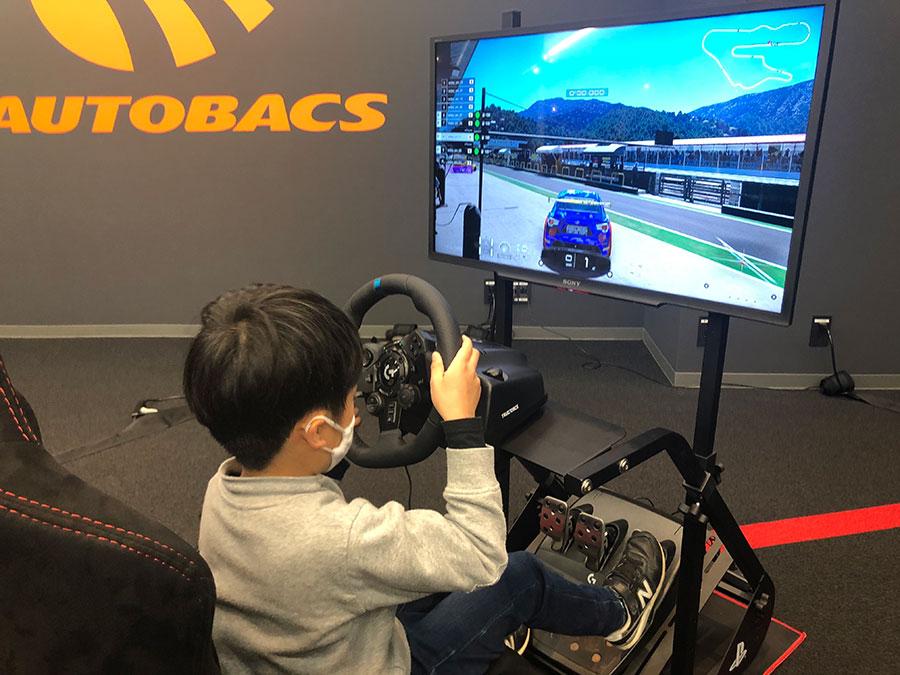 「AUTOBACS REDEE Emotorsports Stadium」Future racer? REDEE
